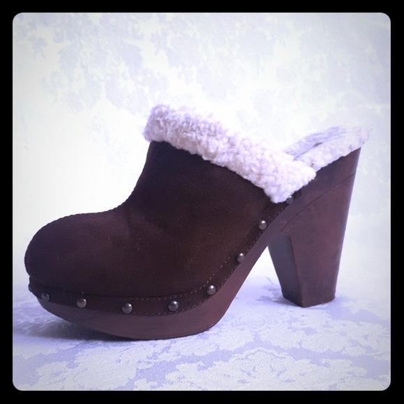 2e2aaa73edade 🔸️Suede-like Fur Trim High Heel Clog